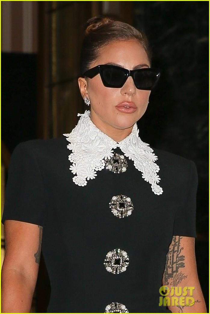 lady gaga collar dress radio city rehearsals 034597681