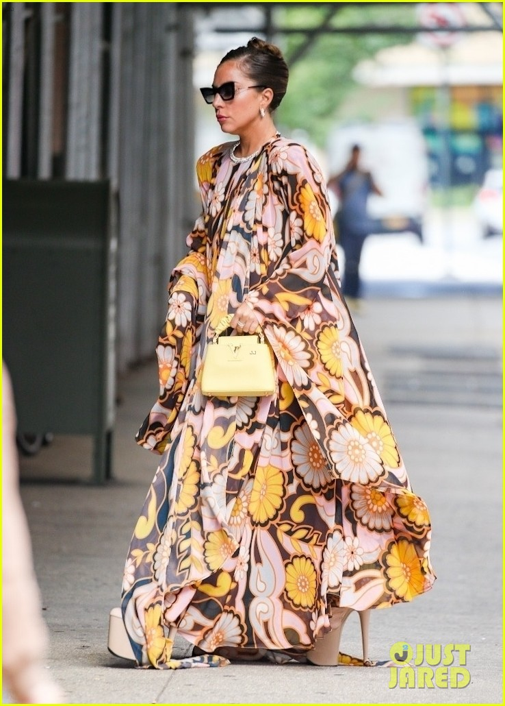 lady gaga slays nyc in two super chic looks 024596722