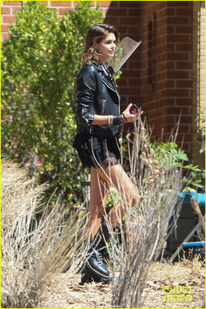 kaia gerber back at the murder house 014598226