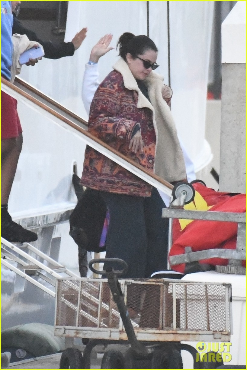 selena gomez boards a yacht for quick trip with friends 014583707