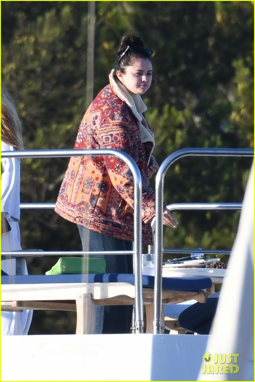 selena gomez boards a yacht for quick trip with friends 034583709