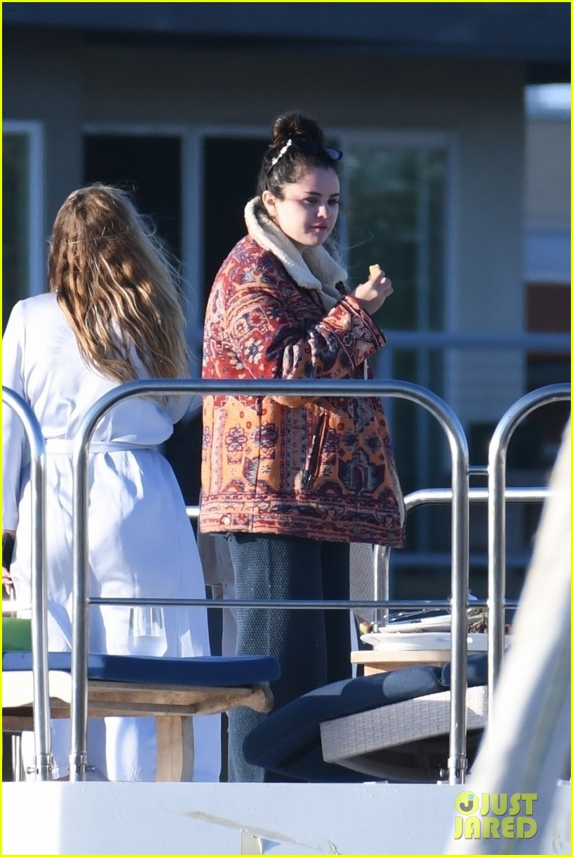 selena gomez boards a yacht for quick trip with friends 054583711