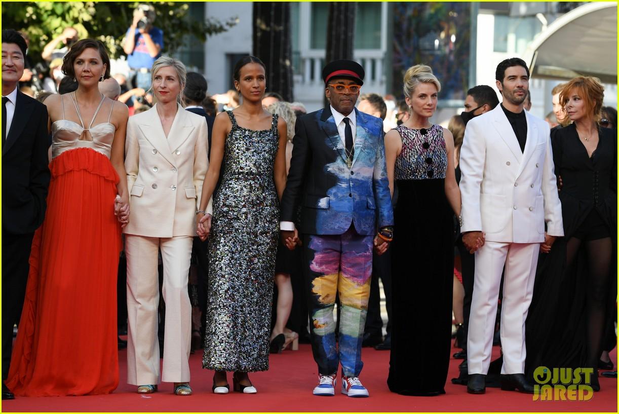 maggie gyllenhaal cannes film festival jury closing ceremony 034590755