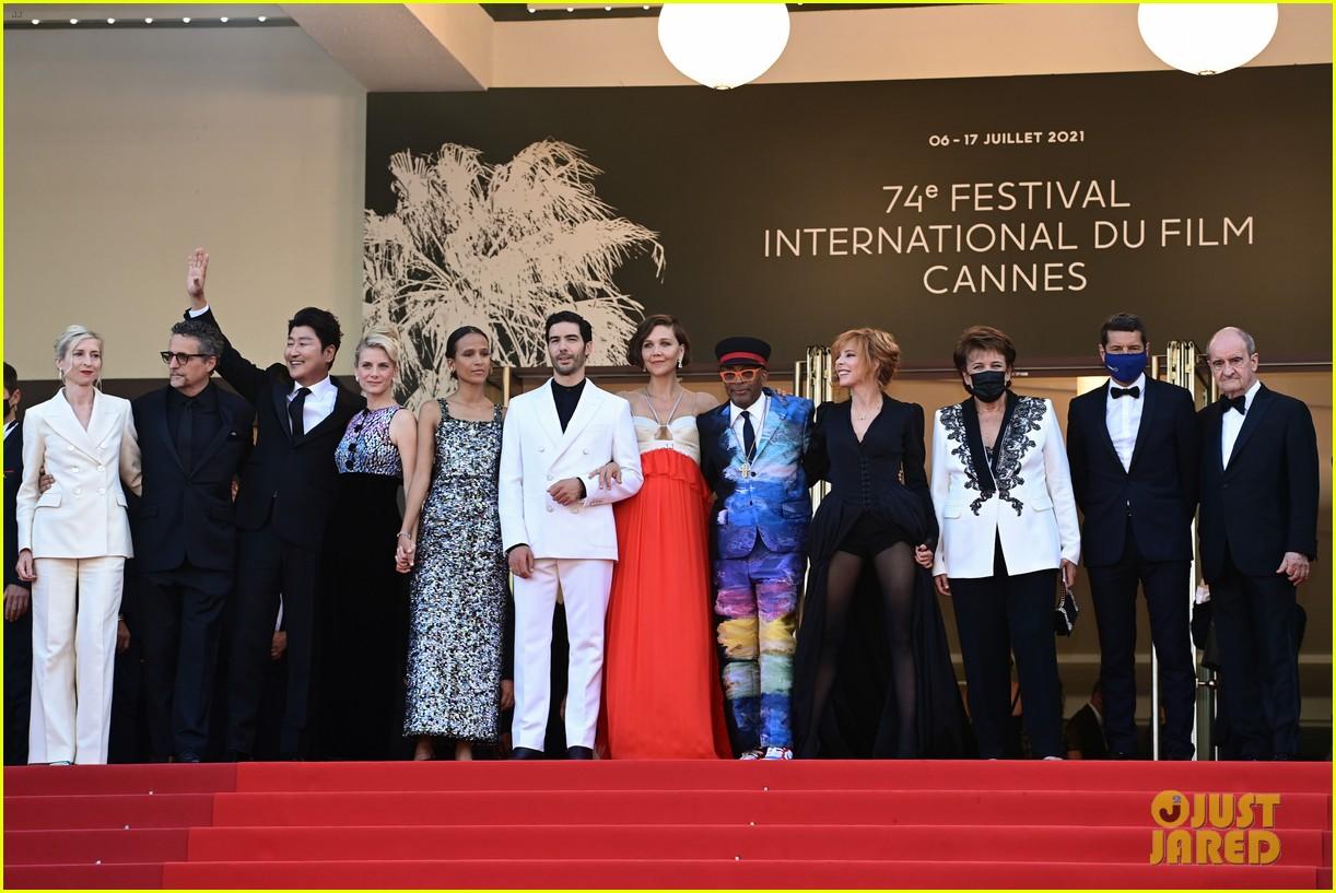 maggie gyllenhaal cannes film festival jury closing ceremony 174590769