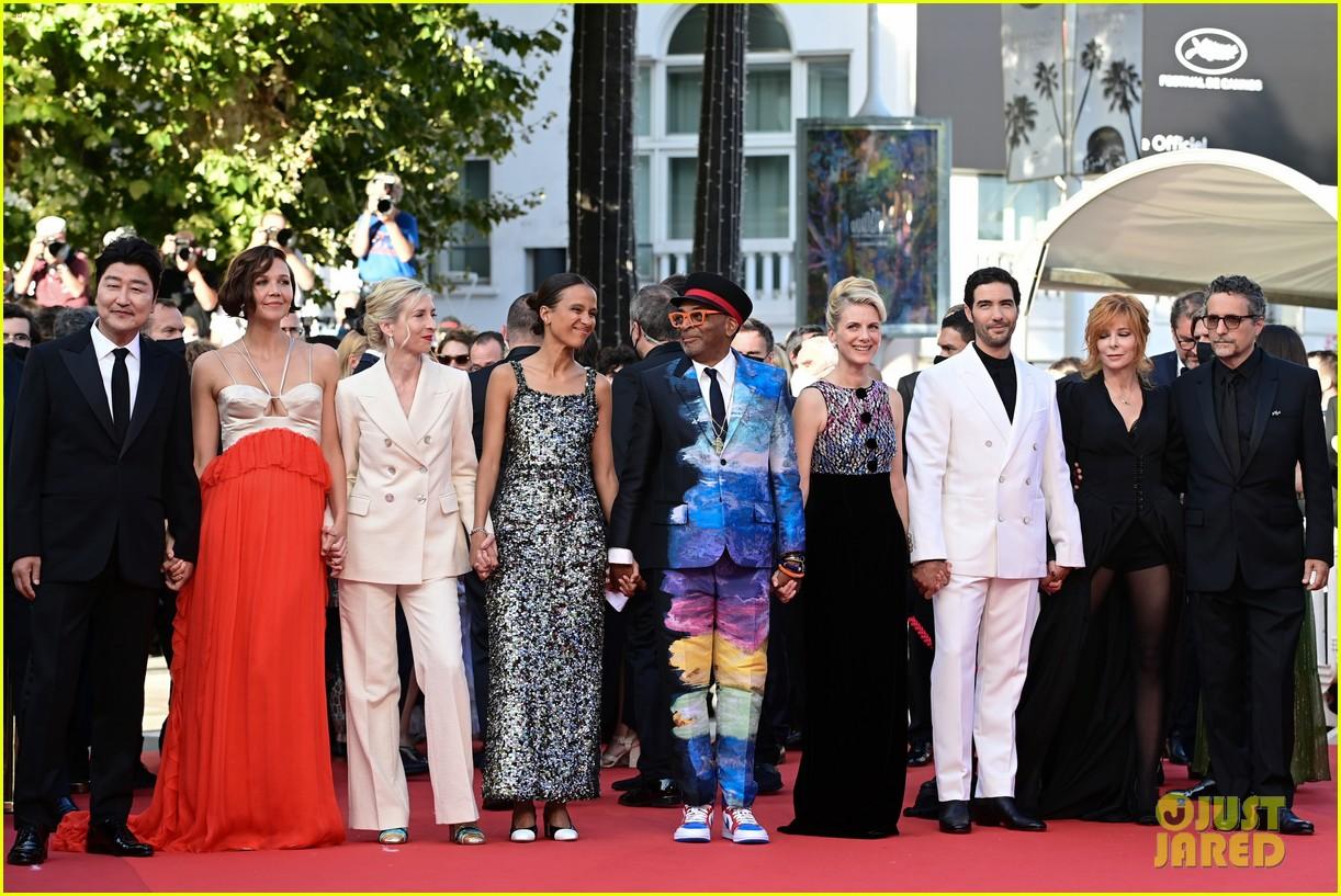 maggie gyllenhaal cannes film festival jury closing ceremony 214590773
