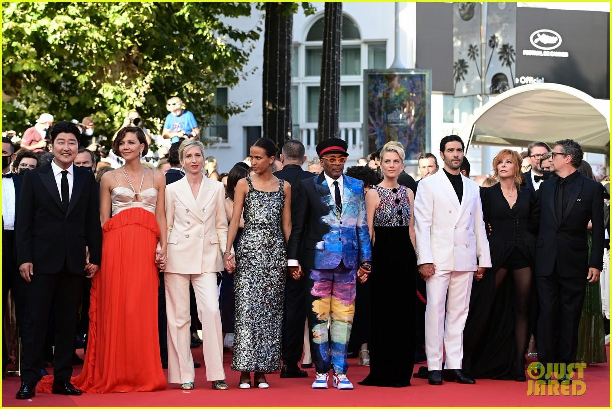 maggie gyllenhaal cannes film festival jury closing ceremony 224590774