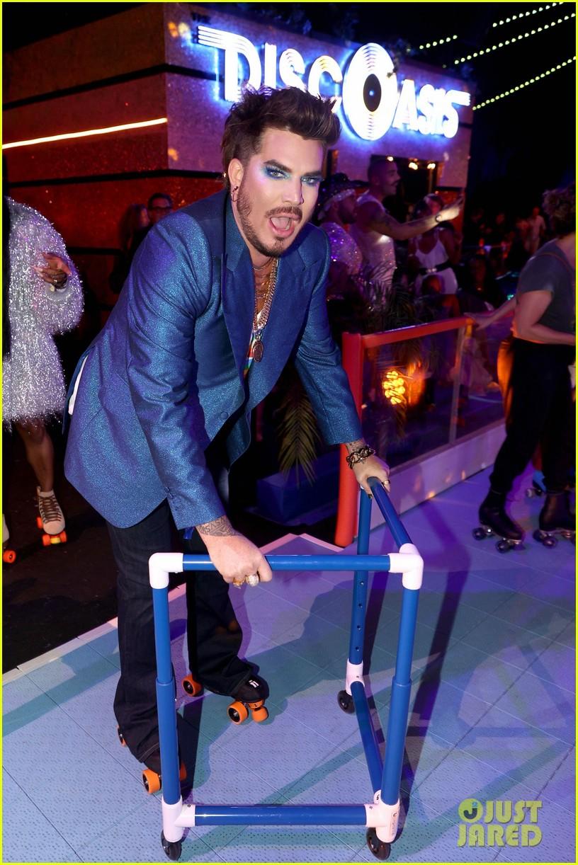 adam lambert roller skating at discoasis 034593236