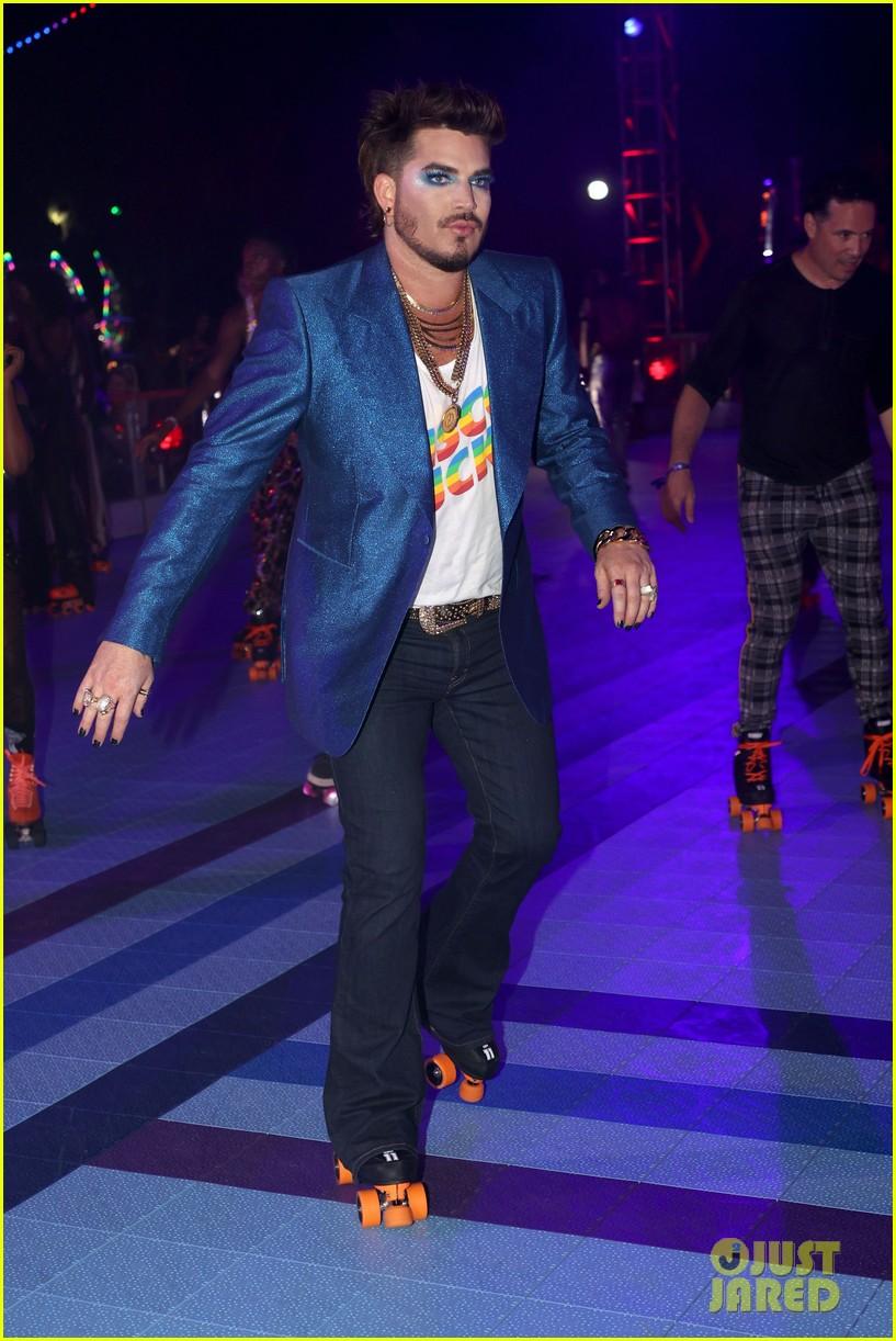 adam lambert roller skating at discoasis 054593238