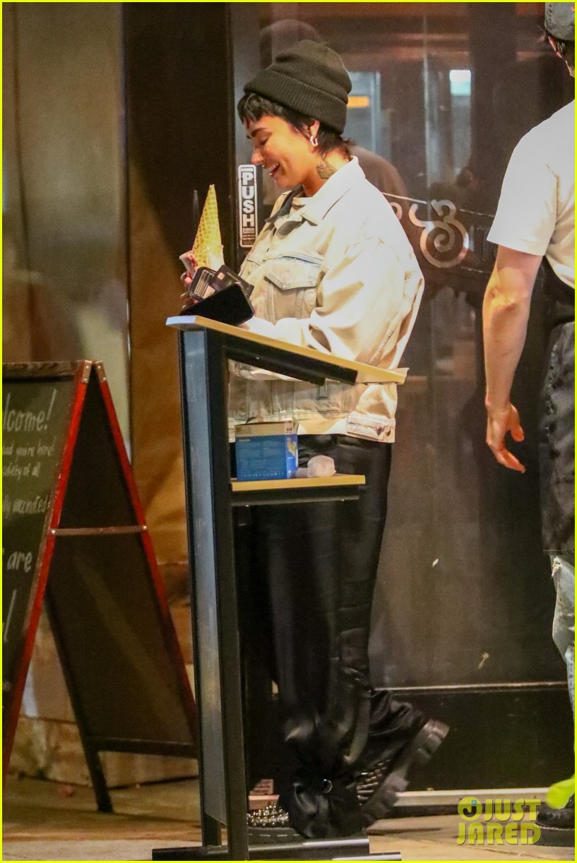 demi lovato grabs ice cream with friends at salt and straw 014583817