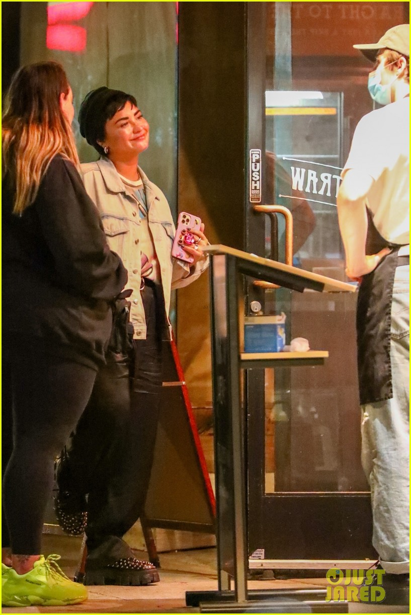 demi lovato grabs ice cream with friends at salt and straw 054583821