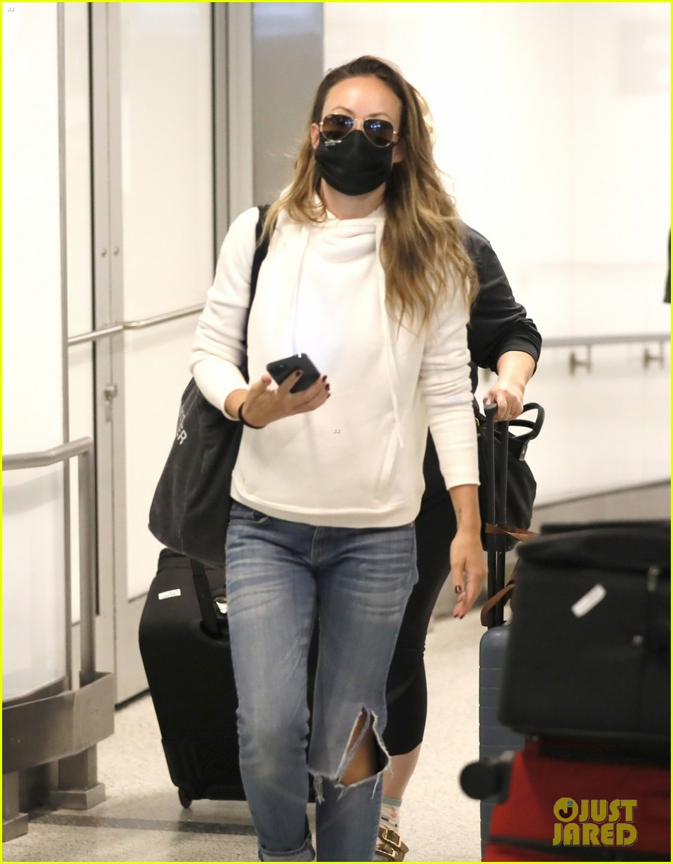 olivia wilde lowkey airport arrival 014592588