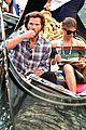 jared padalecki genevieve gondola ride in venice 73