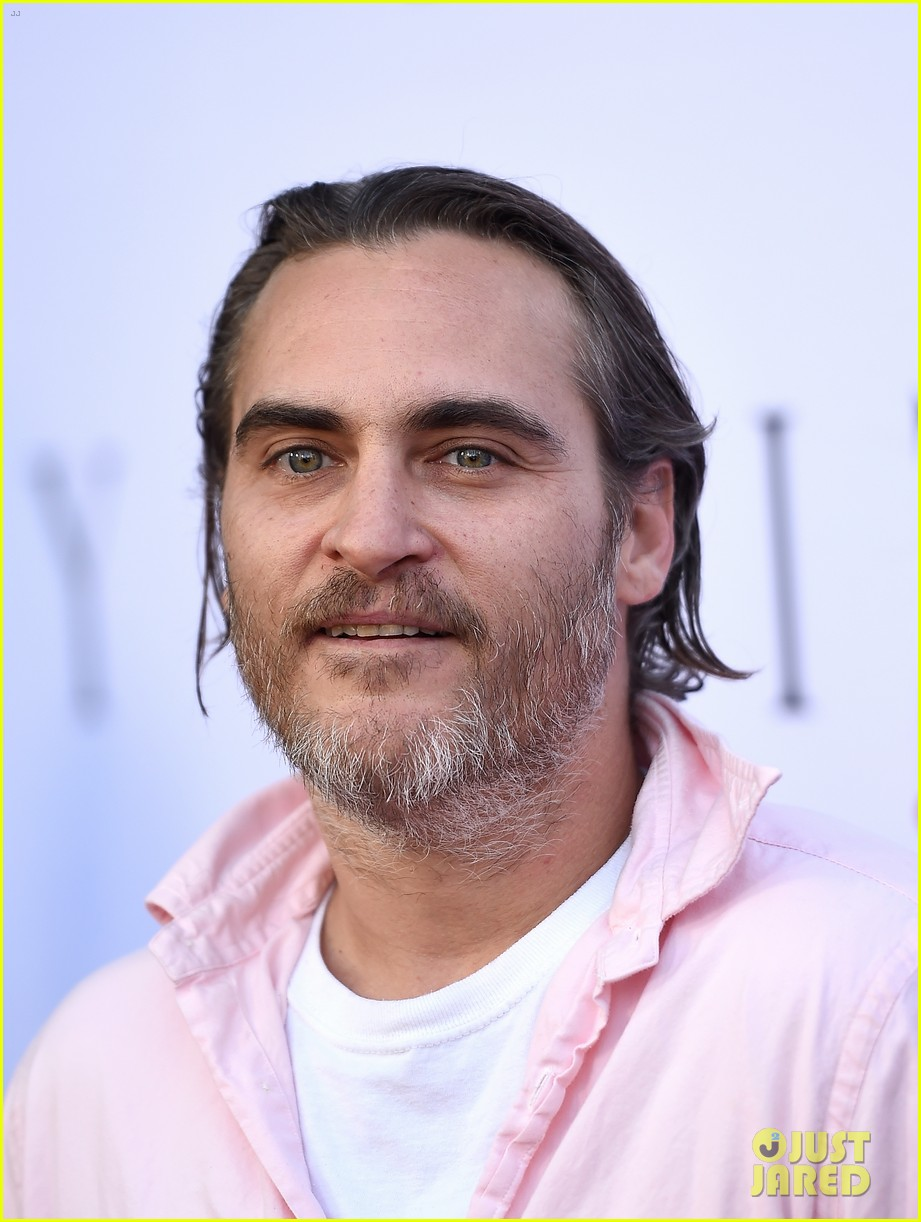 joaquin phoenix nearly unrecognizable on disappointment blvd set 084596750