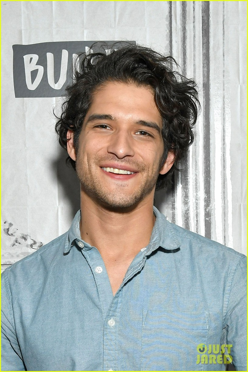 tyler posey comes out as queer 044580818