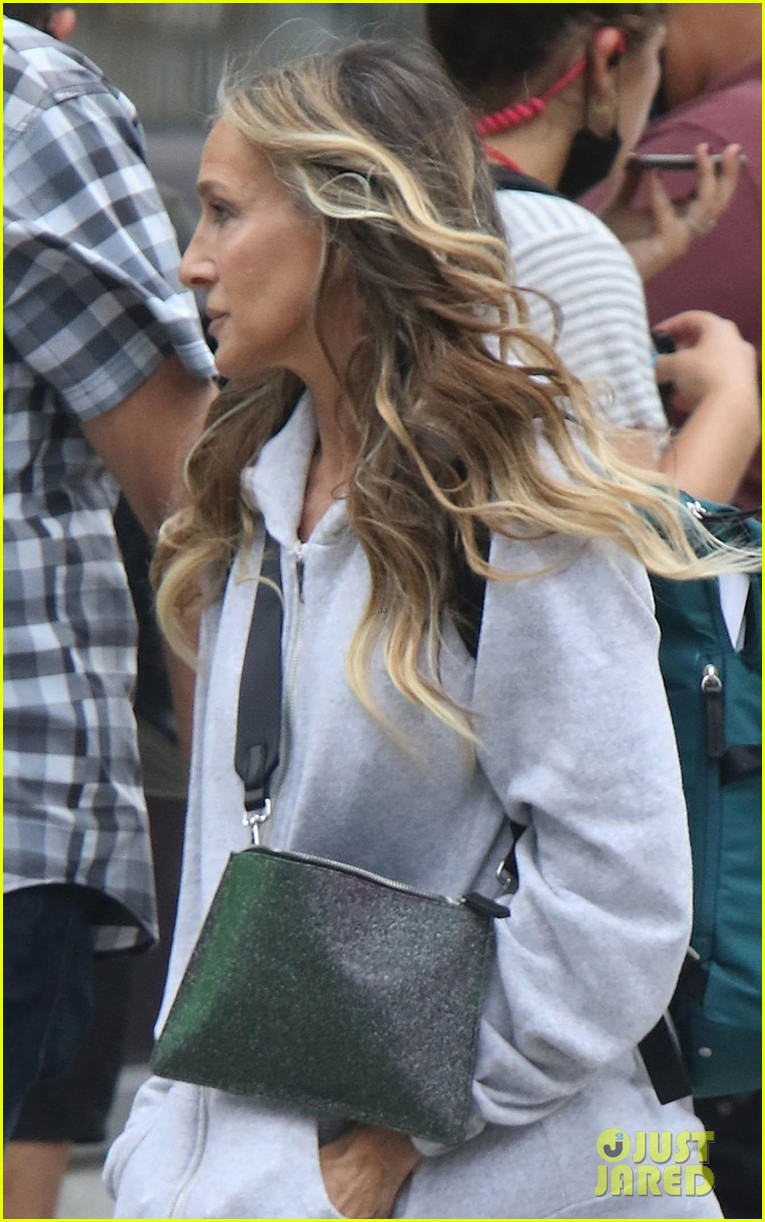 sarah jessica parker spotted set like that cast additions 00