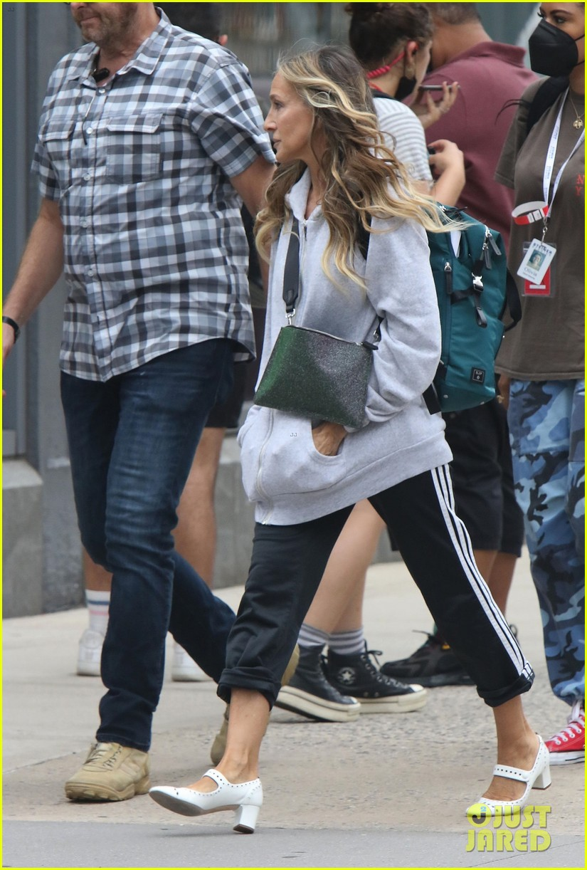 sarah jessica parker spotted set like that cast additions 024588455