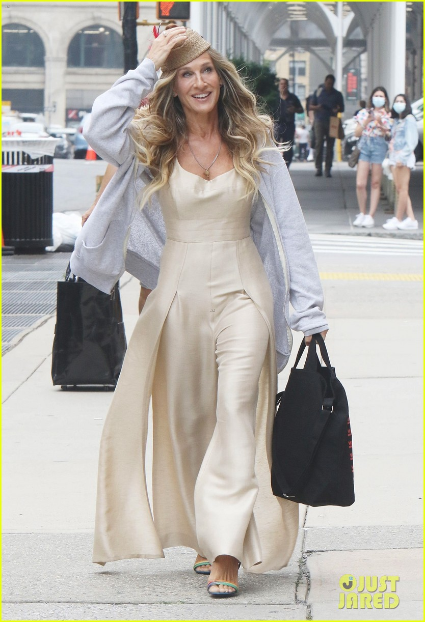 sarah jessica parker spotted set like that cast additions 034588456