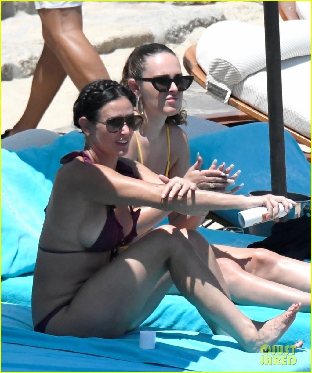 demi moore daughter rumer willis bare bikini bods in mykonos 054588512