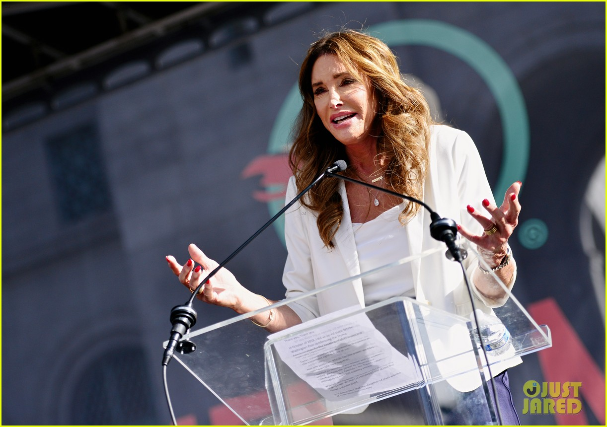 caitlyn jenner shocked by her own tweet 234602053