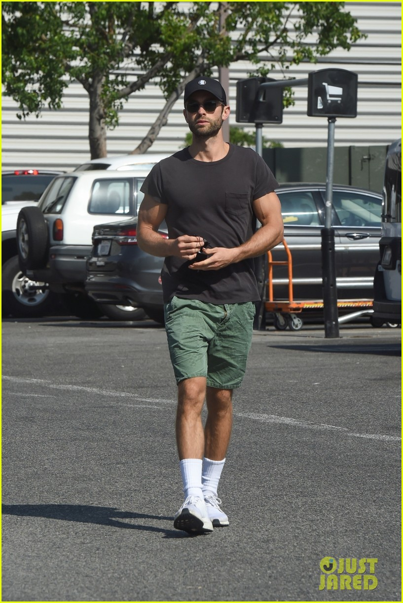 chace crawford picks up grill trip to home depot 014607697