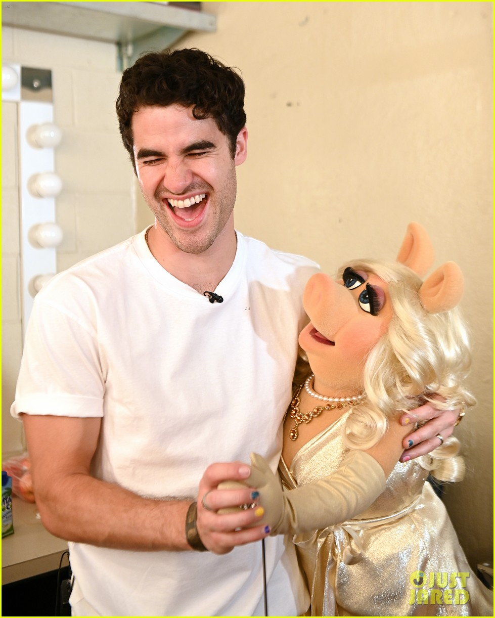 darren criss joined by the muppets at elsie fest 2021 014612137