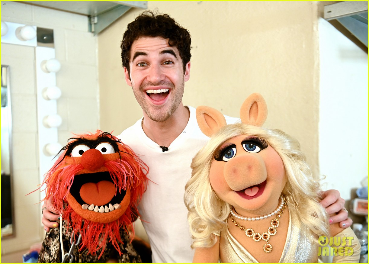 darren criss joined by the muppets at elsie fest 2021 034612139