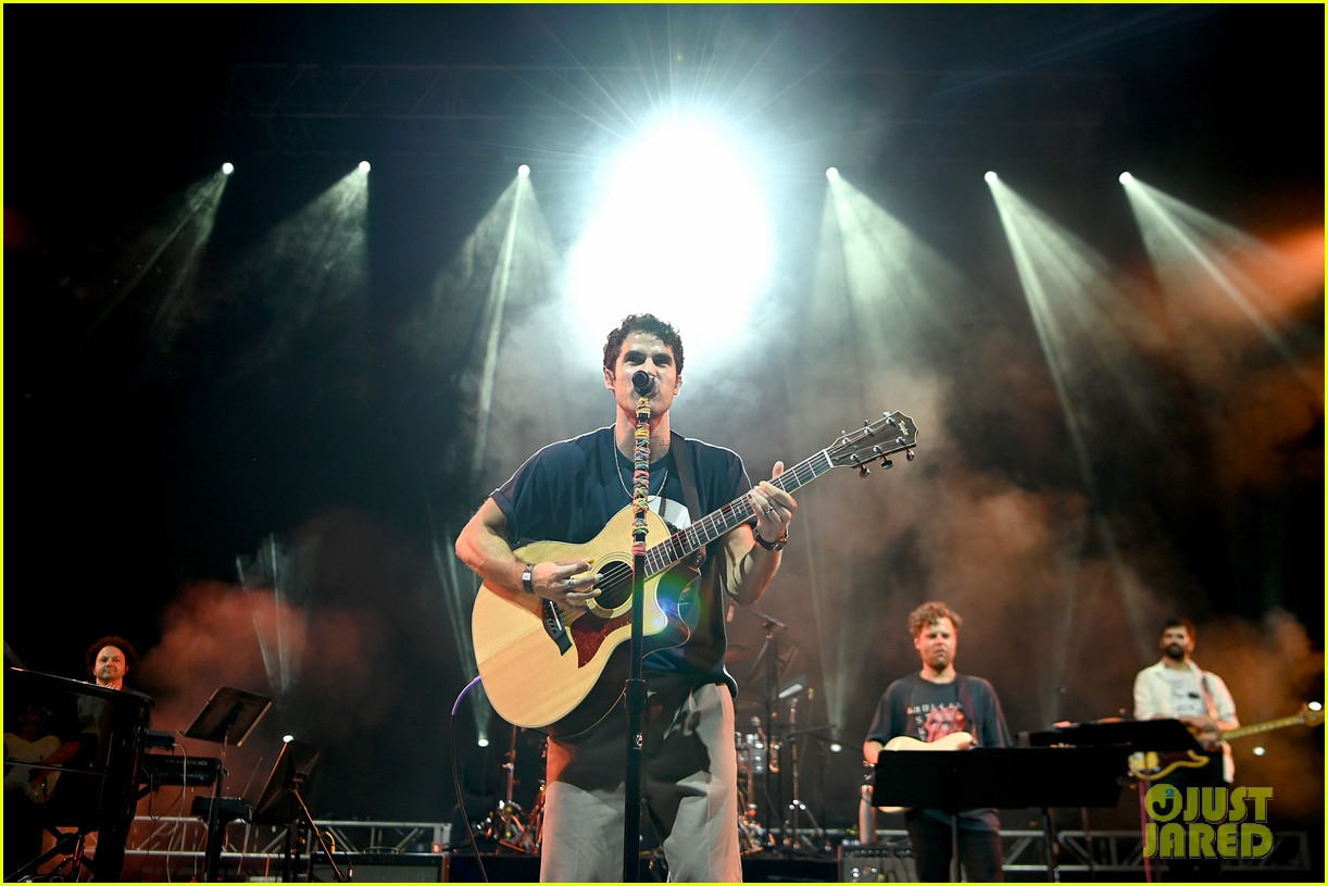 darren criss joined by the muppets at elsie fest 2021 094612145