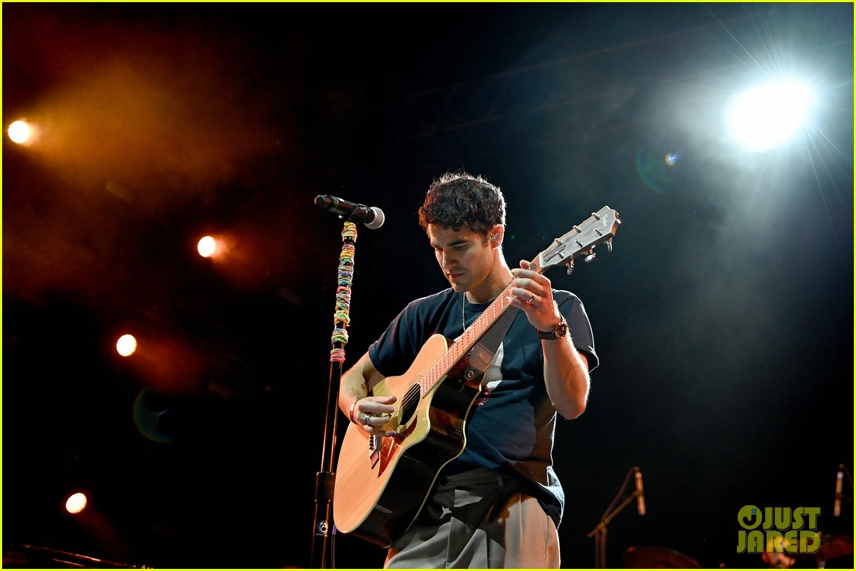 darren criss joined by the muppets at elsie fest 2021 124612148