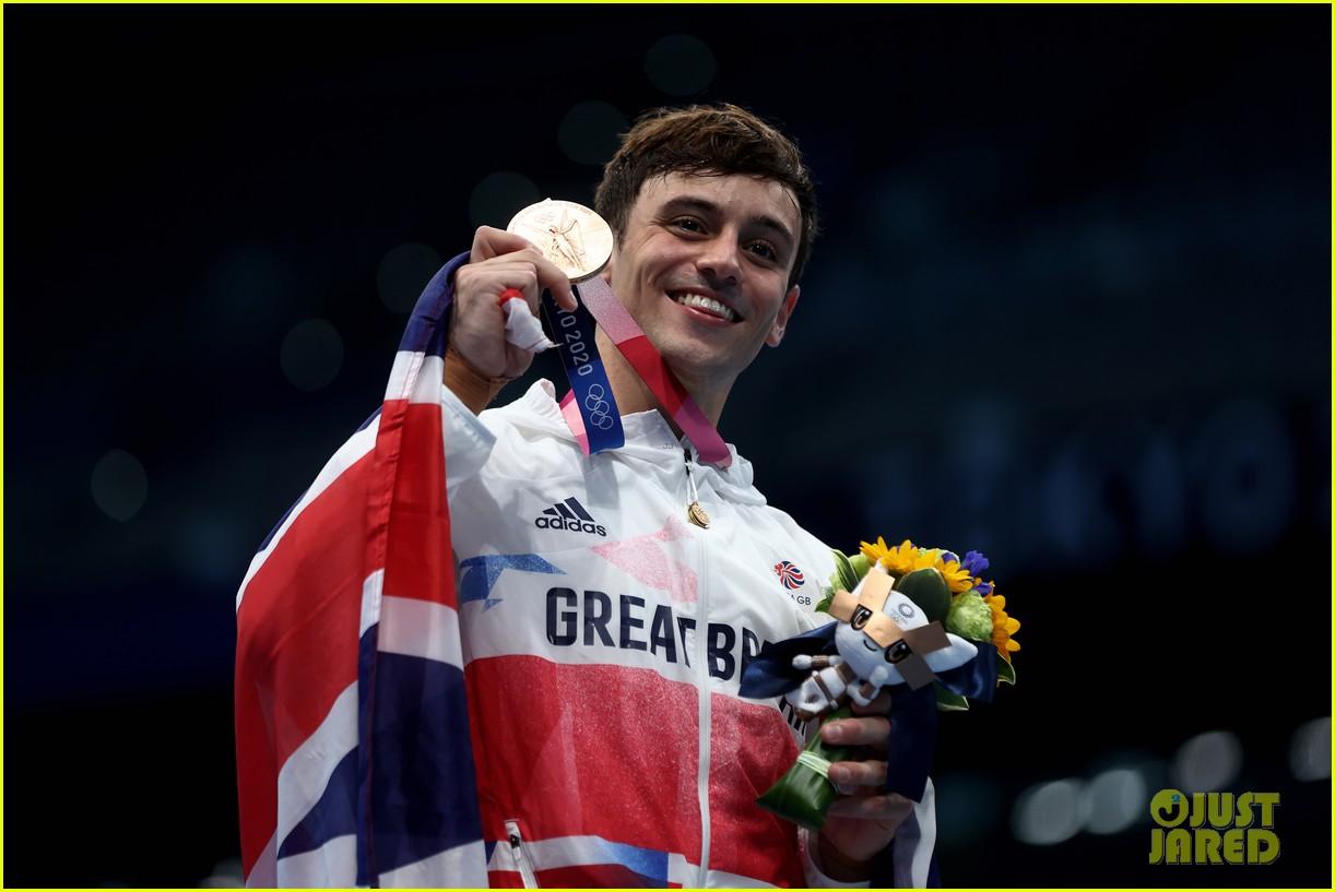 tom daley knits again at olympics 054601063