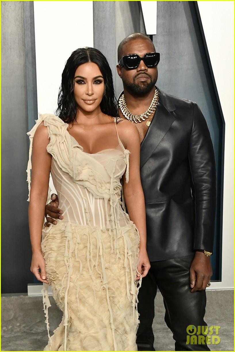 kim kardashian reunites kanye west family outing 054612184