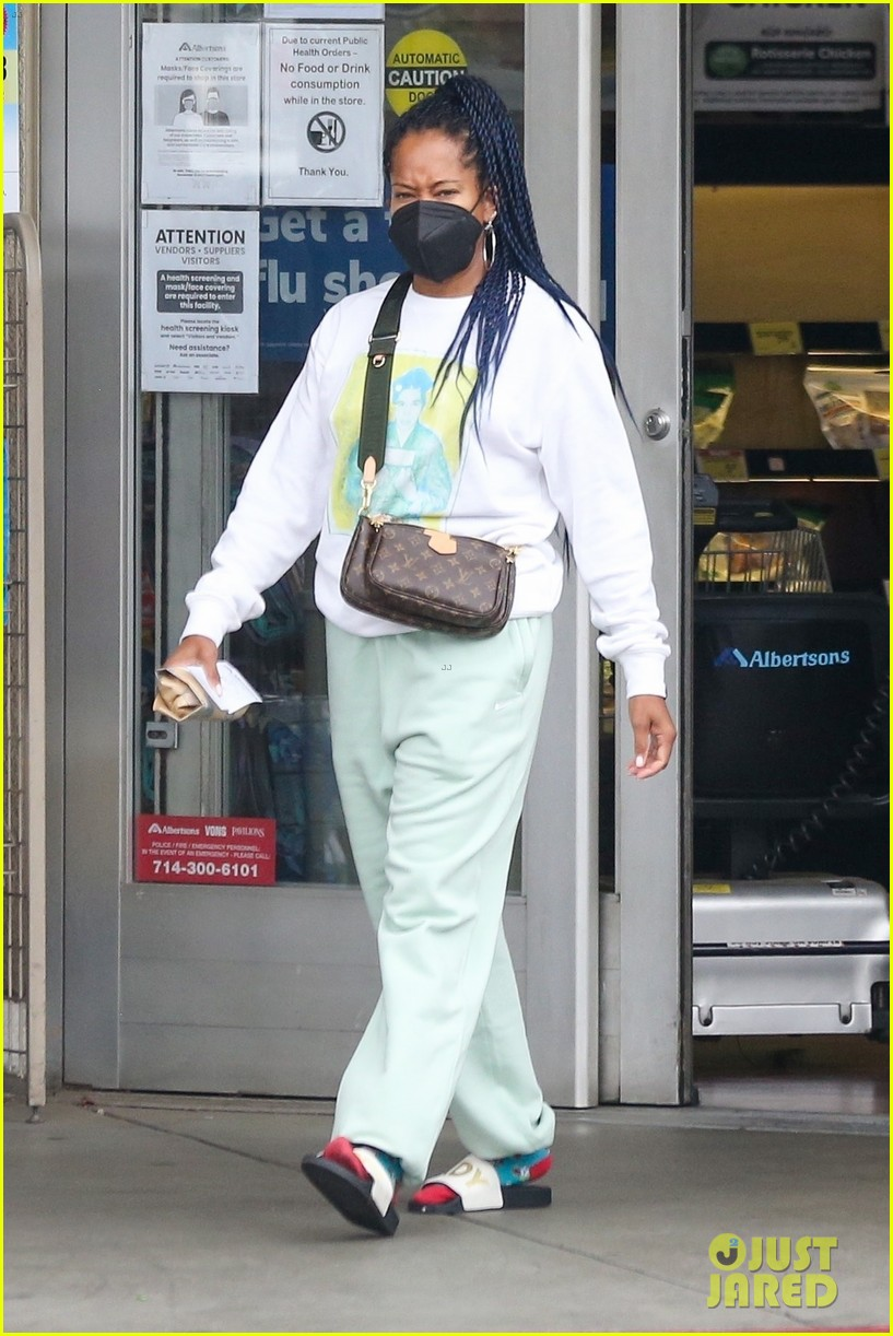 regina king masks up while grocery shopping 054608088
