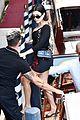 kourtney kardashian travis barker laughs ice cream venice 01