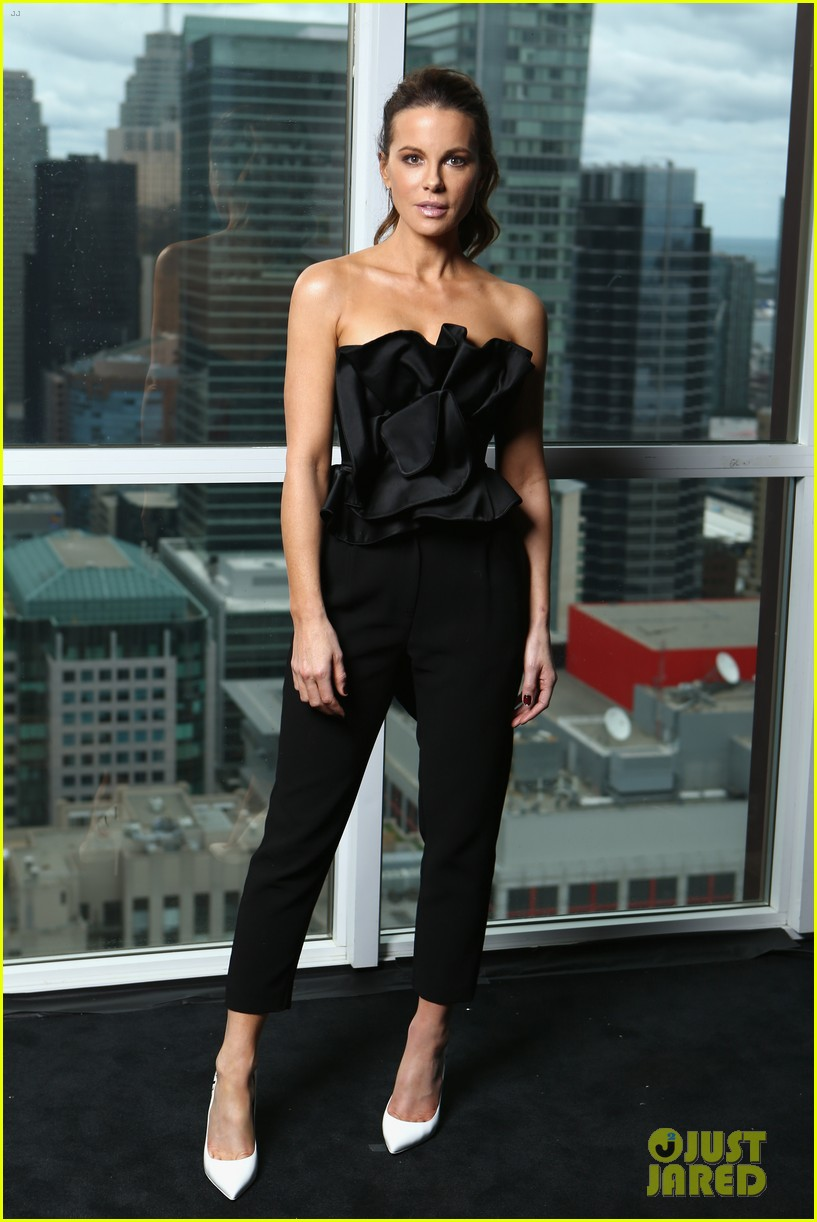 kate beckinsale update from hospital bed 024621741