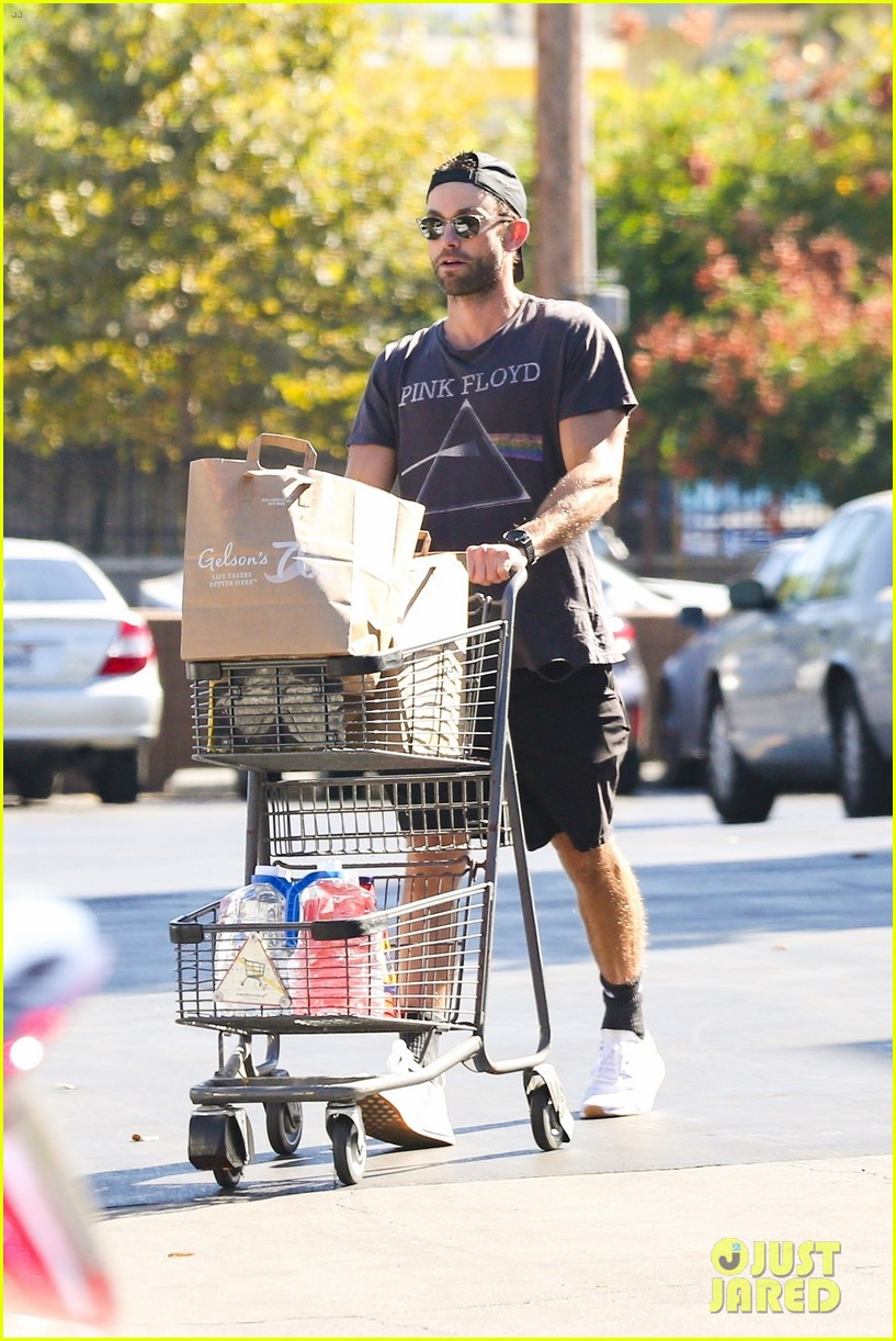 chace crawford sports pink floyd t shirt while grocery shopping 014624870