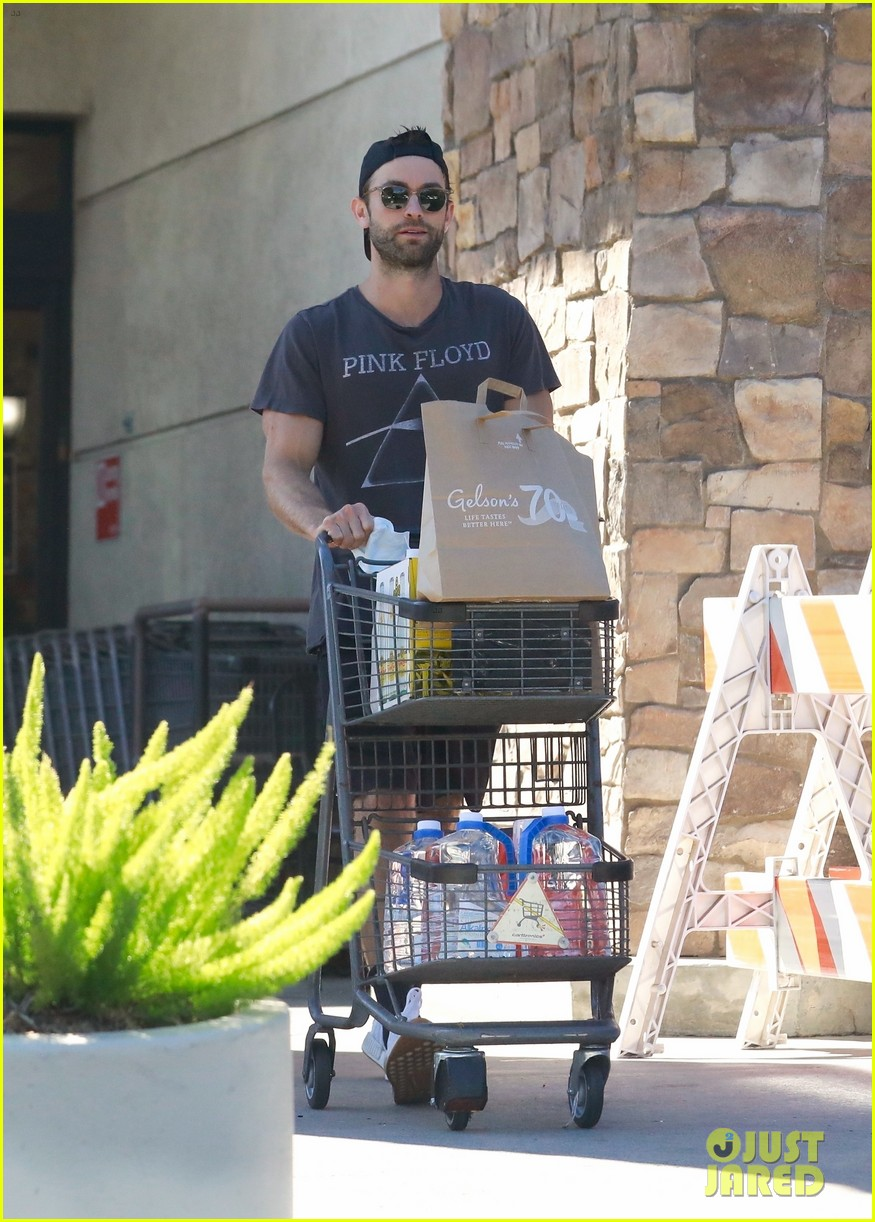 chace crawford sports pink floyd t shirt while grocery shopping 034624872