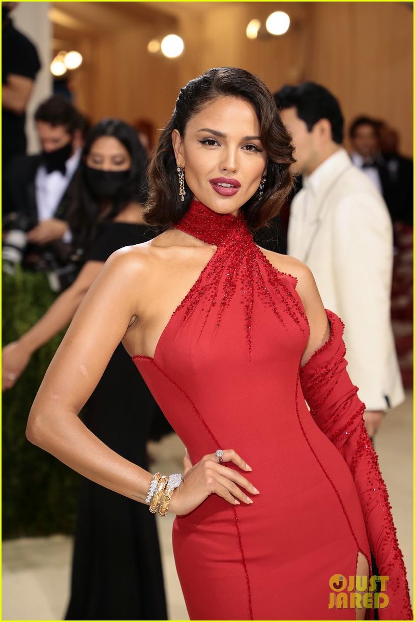 eiza gonzalez hits the met carpet in red dresss 054623756