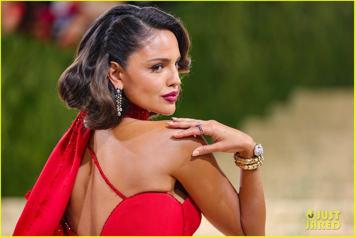 eiza gonzalez hits the met carpet in red dresss 074623758