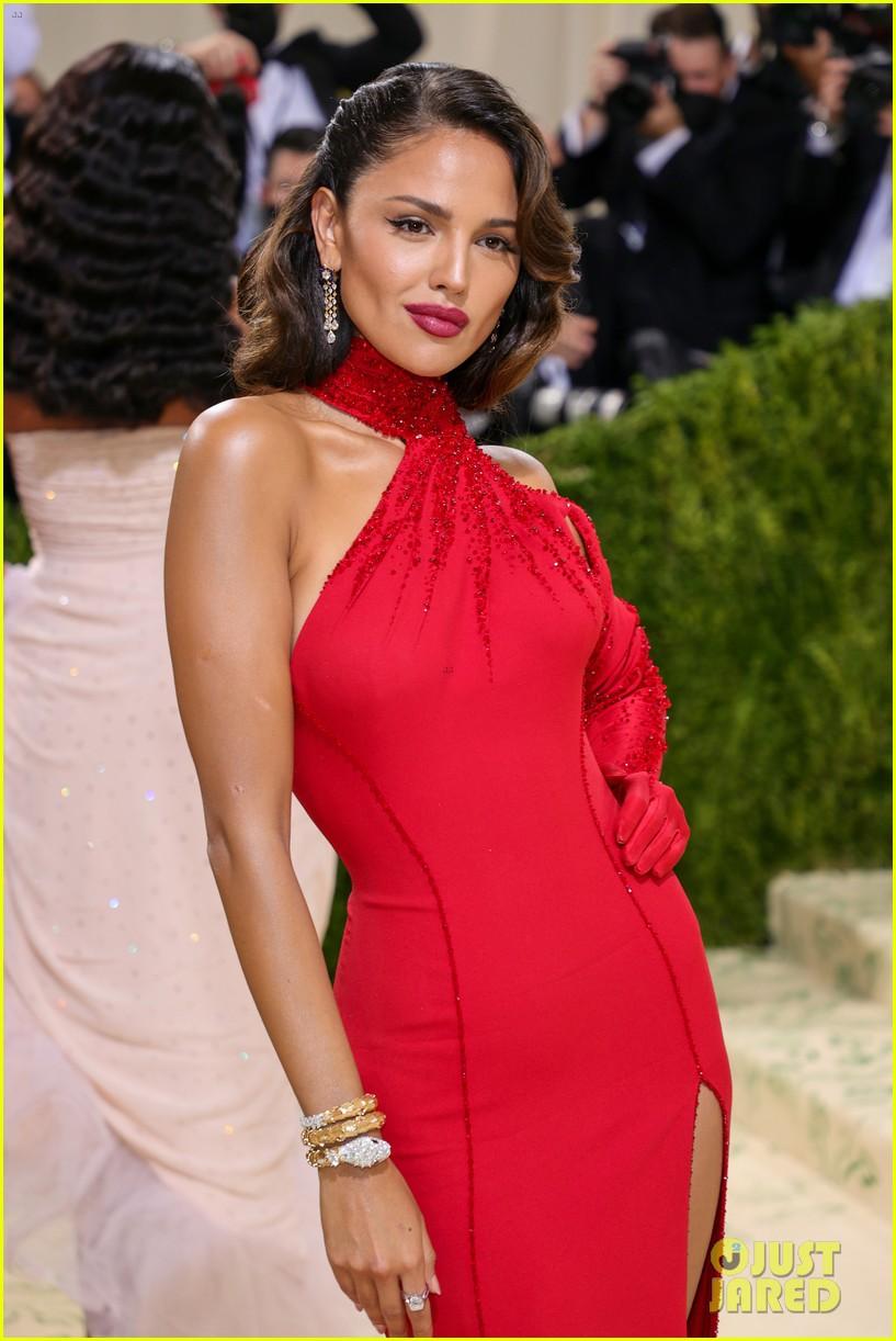 eiza gonzalez hits the met carpet in red dresss 144623765