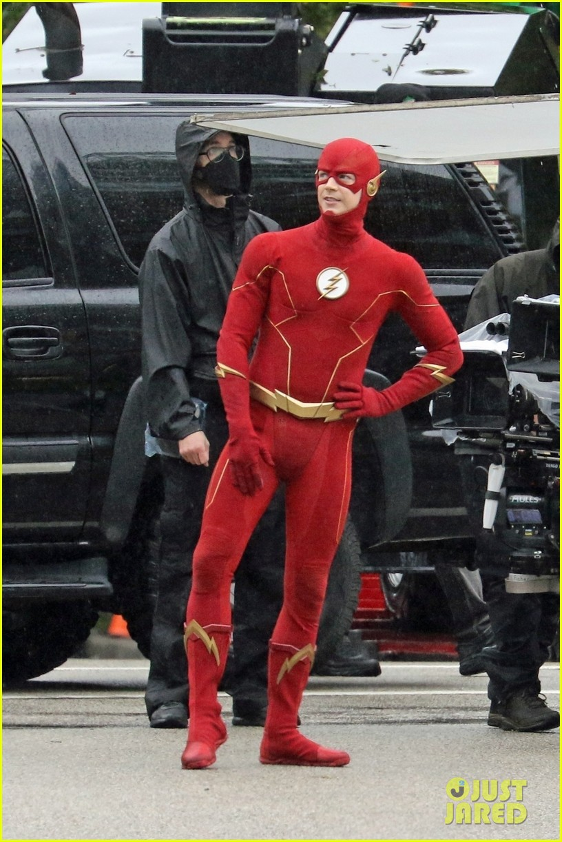 grant gustin photographed on the flash set for first time in season 8 104624669