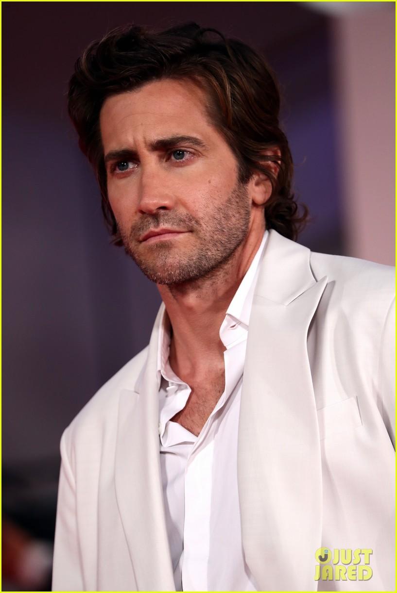jake gyllenhaal maggie gyllenhaal venice film festival premiere 024614876