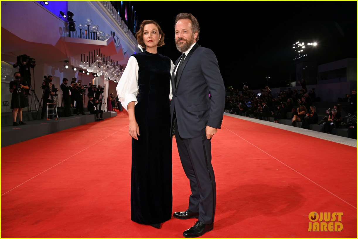 jake gyllenhaal maggie gyllenhaal venice film festival premiere 074614881