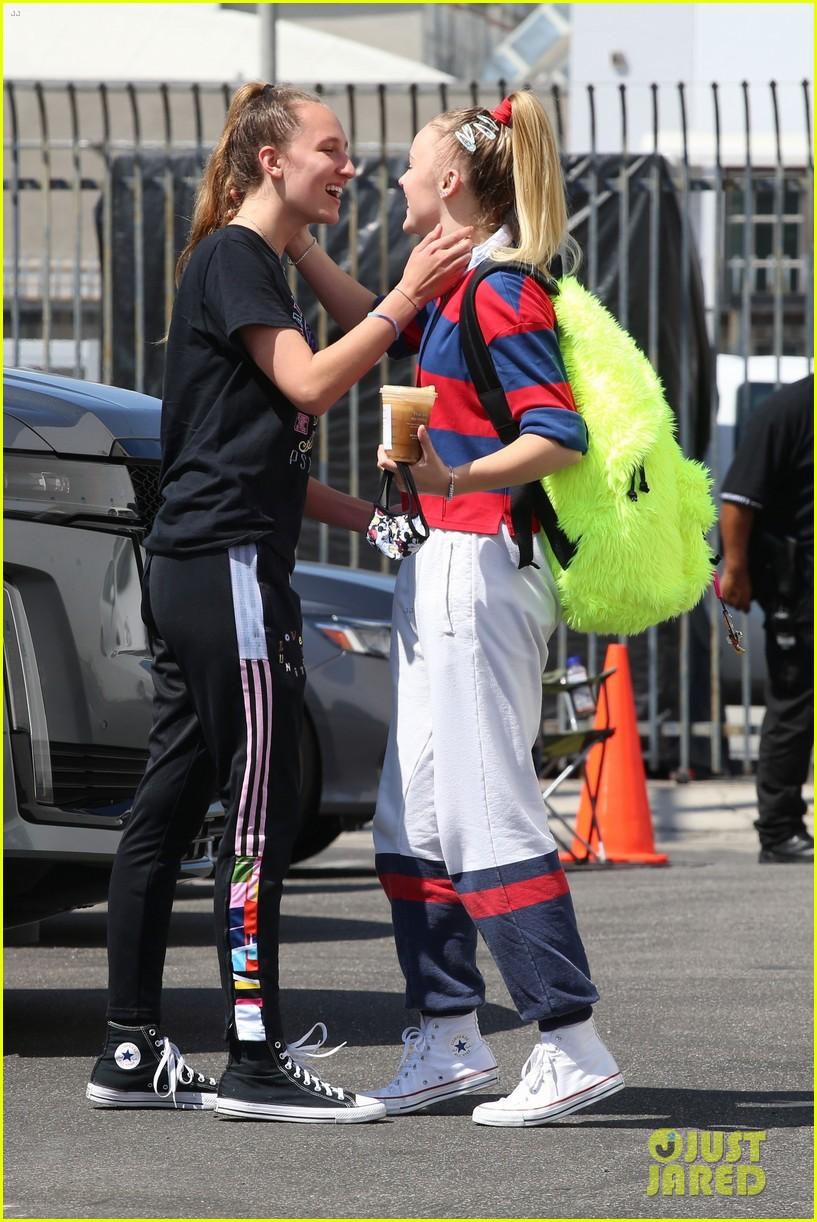 jojo siwa gets a kiss from girlfriend kylie prew after dance rehearsals 144616468