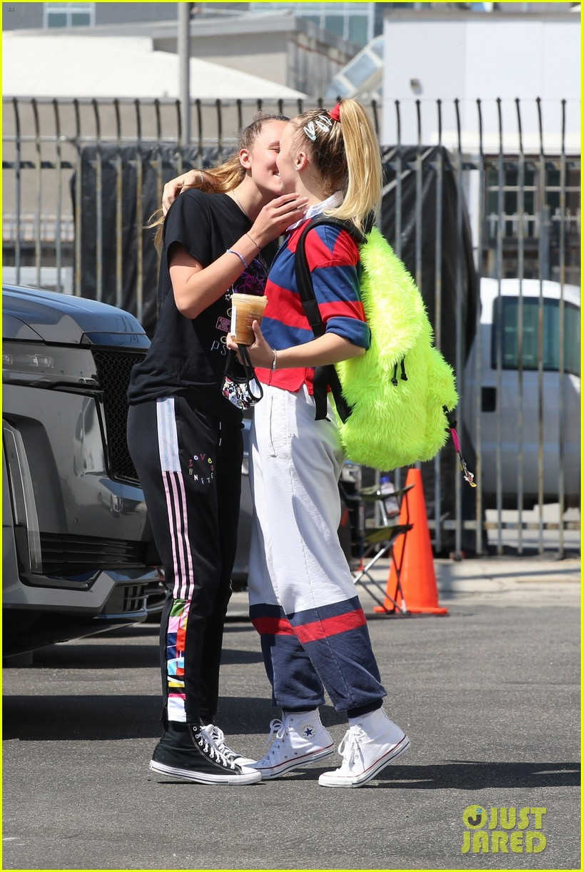 jojo siwa gets a kiss from girlfriend kylie prew after dance rehearsals 314616485