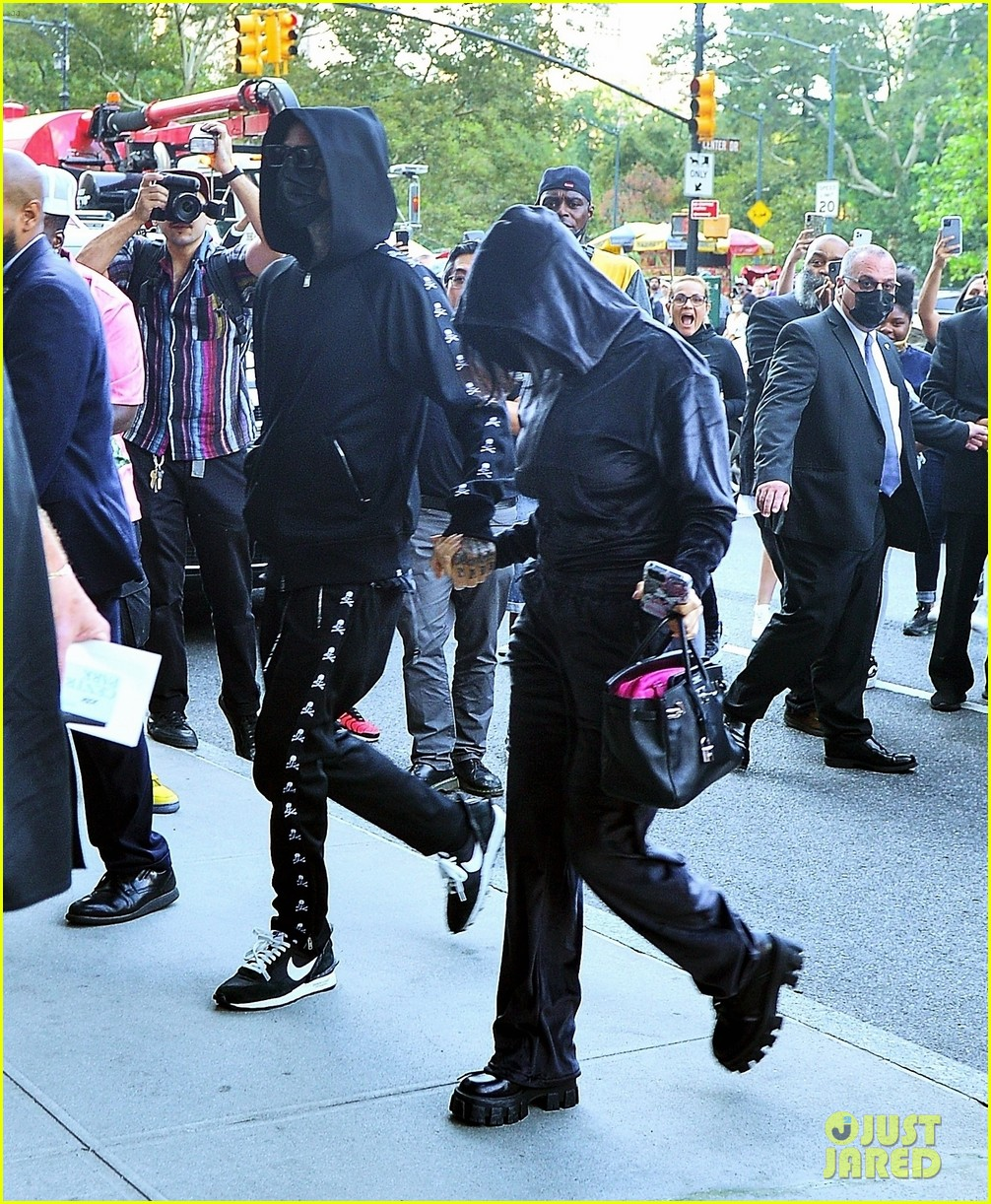 kim kardashian incognito arrival in nyc 034620419