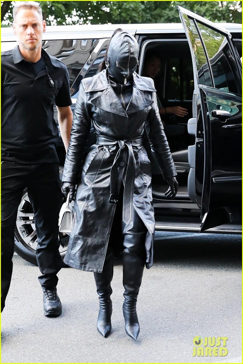 kim kardashian incognito arrival in nyc 074620423