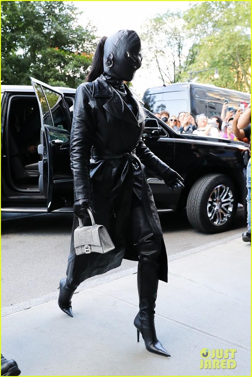 kim kardashian incognito arrival in nyc 084620424