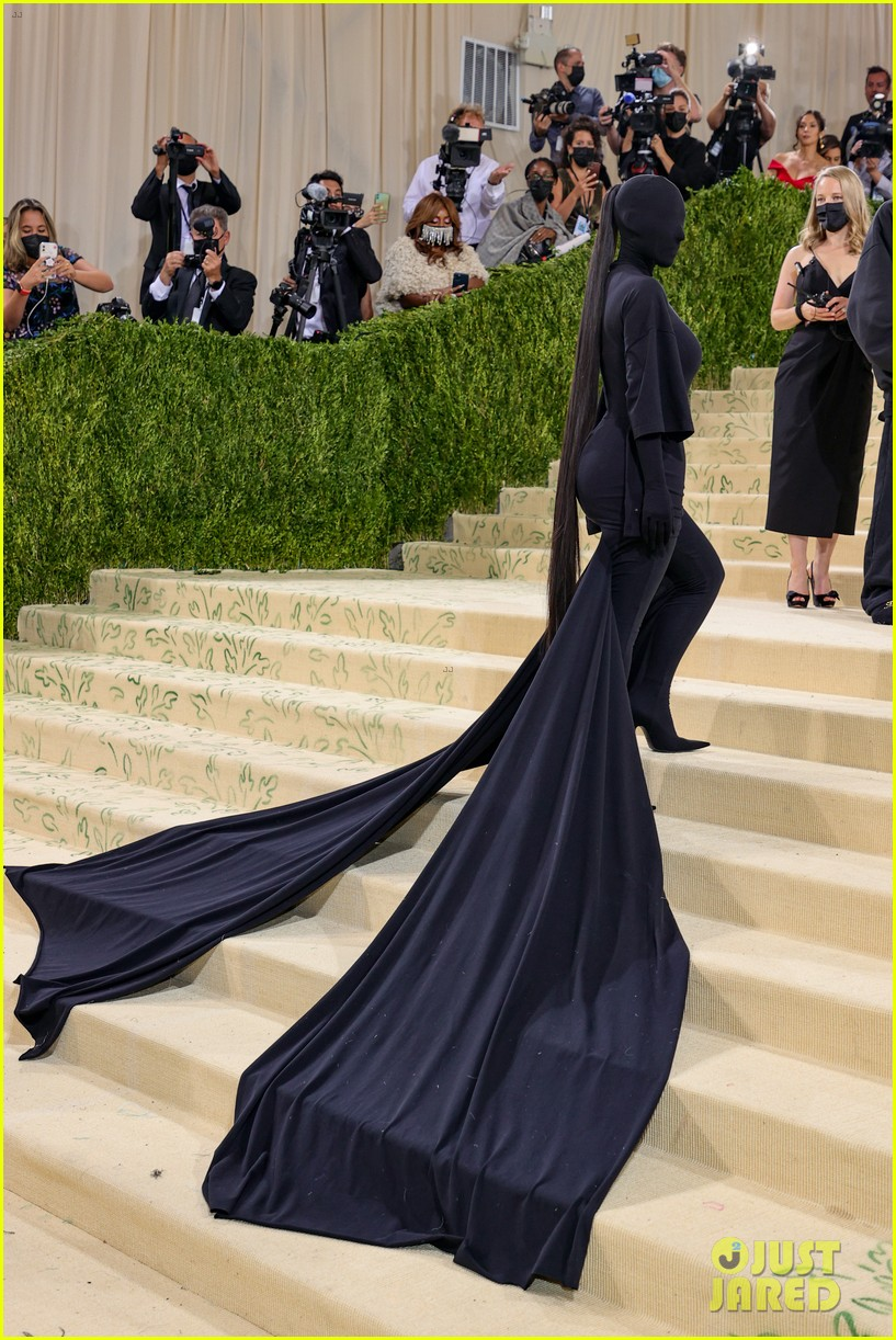 kim kardashian explains how her met gala look fit the events theme 014624770