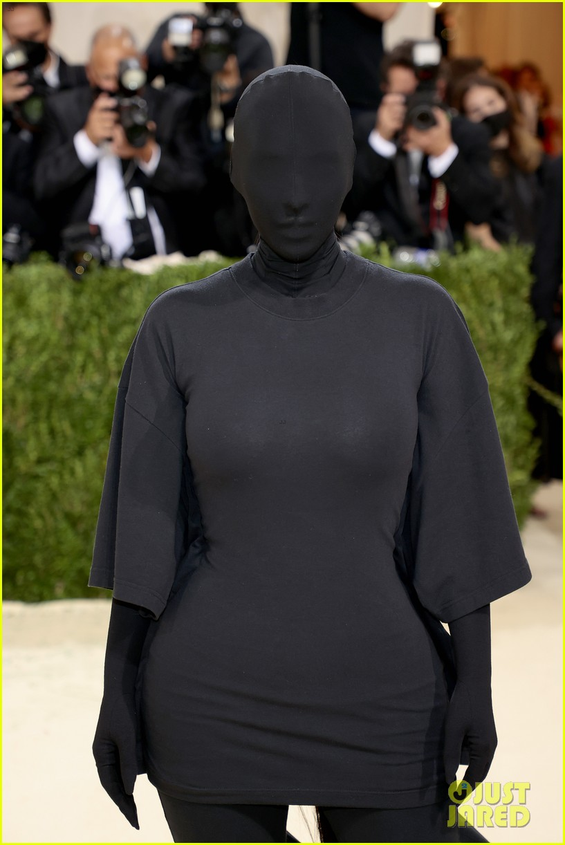 kim kardashian explains how her met gala look fit the events theme 024624771