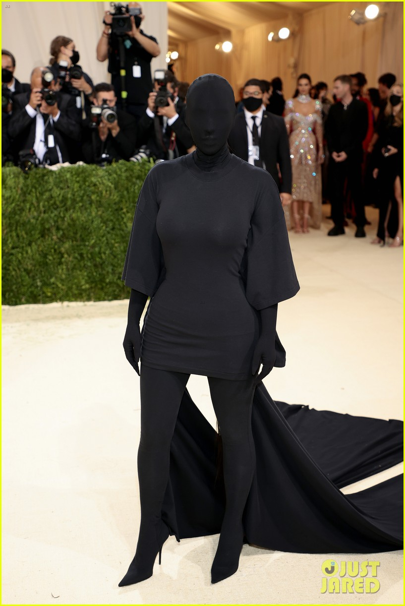 kim kardashian explains how her met gala look fit the events theme 034624772