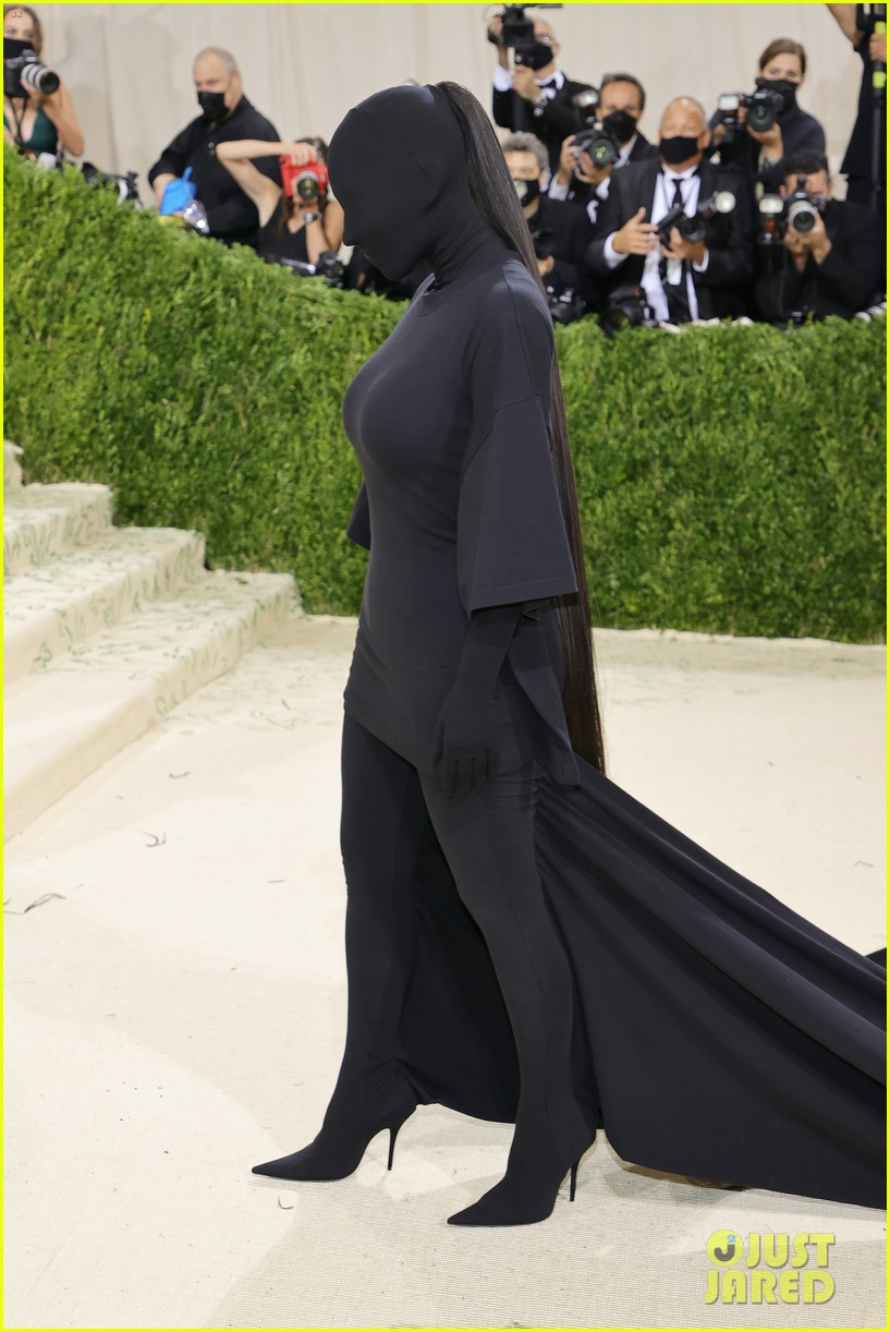 kim kardashian explains how her met gala look fit the events theme 044624773